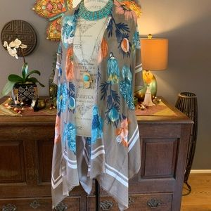 """Beautiful """"Scarf"""" Kimono with Gold Floral Detail"""